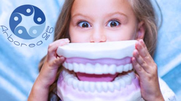 Apparecchio dentale: perché in alcuni casi l'ortodonzia da sola non basta?